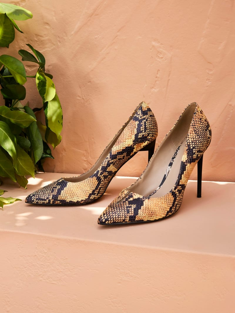 Pointed Snakeskin Leather Pump